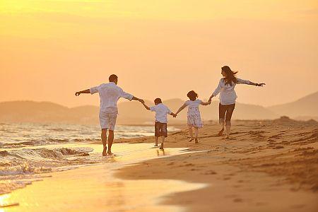 asilomar-family-on-the-beach_208817447_1000x667